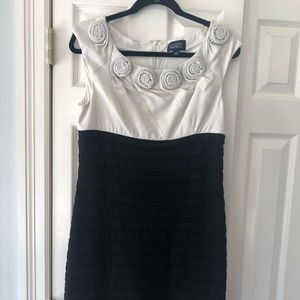 Adrianna Papell Dress Black/White Sz 12